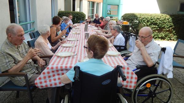 Repas-au-jardin-Tps-des-Cerises